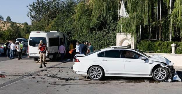 Şanlıurfa'da 15 İşçinin Yaralandığı Trafik Kazası Panik Yarattı