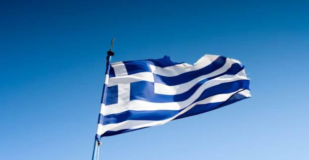 Yunanistan, Göçmenleri Denizin Ortasında Tutuyor