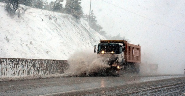 Sivas'ta Kar Yağışı: 24 Köye Giden Yol Kapandı