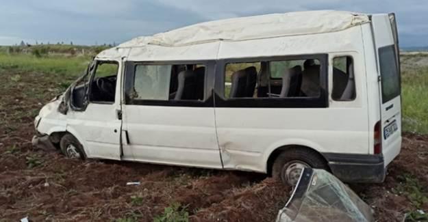 Sivas'ta Minibüs Devrildi: 6 Yaralı
