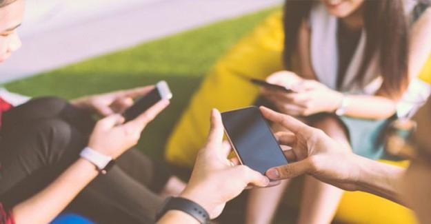 Sosyal Medya Türkiye'de Ortalama 2 Saat 46 Dakika Kullanılıyor