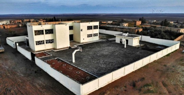 Suriye'de Bir Okul Daha Eğitime Başladı