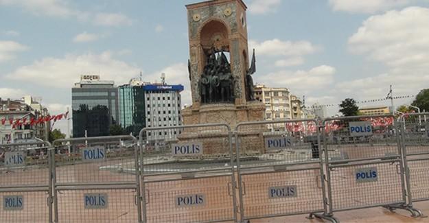 Taksim Cumhuriyet Anıtı Bariyerler İle Koruma Altına Alındı