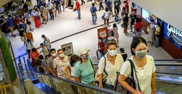 Tayland'da Alışveriş Merkezleri Tekrar Açılınca İnsanlar Akın Etti