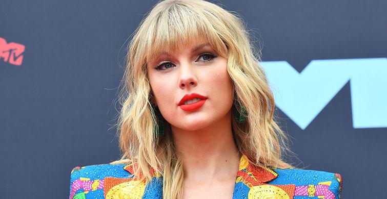 Taylor Swift'in Yeniden Kaydettiği Love Story Listede Zirve Oldu