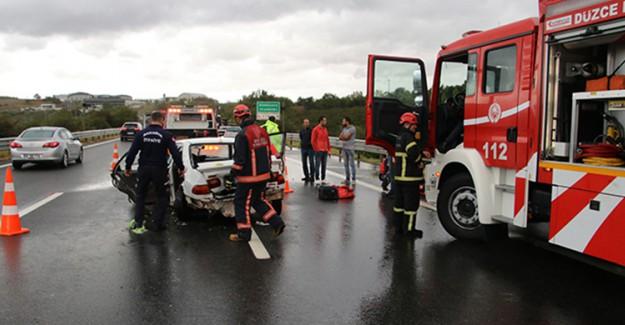 TEM Otoyolunda 3 Otomobil Birbirine Girmesi Sonucu 5 Kişi Yaralandı