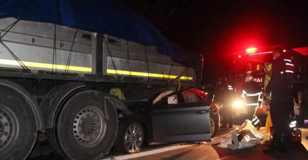 TEM Otoyolunda Tır Otomobile Vurdu: 1 Can Kaybı