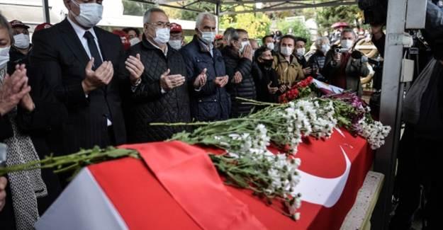 Timur Selçuk İstanbul'da Toprağa Verildi