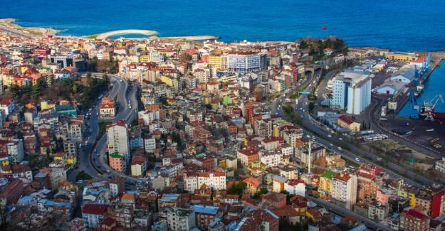 Trabzon Valiliği Hafta Sonu Kararlarını Açıkladı! Hangi Saatlerde Dışarı Çıkmak Yasak?