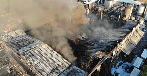 Tuzla'da Yanan Fabrika Havadan Görüntülendi