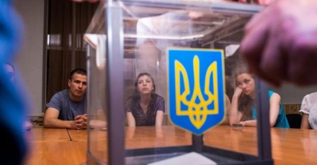 Ukrayna Seçimlerinin Lideri İkinci Kez Zelenskiy Oldu