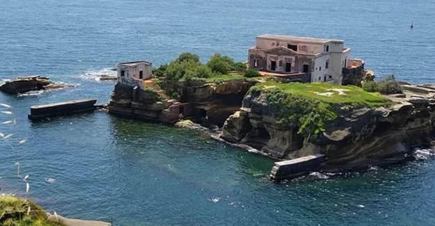 Üzerinde Yaşamak İsteyenlerin Hayatını Karartan Napoli'deki Lanetli Gaiola Adası