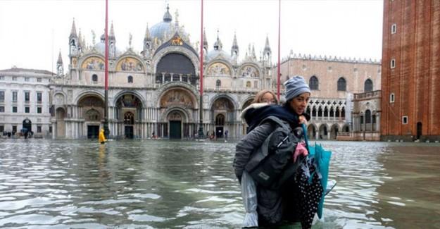 Venedik'te Sular Duruldu
