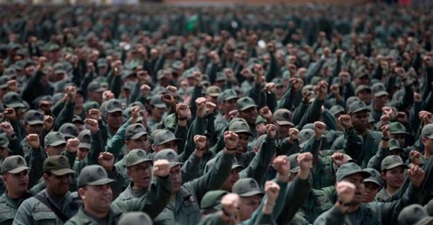 Venezuela Devlet Başkanı Nicolas Maduro, Orduyu Alarm Durumuna Geçirdi