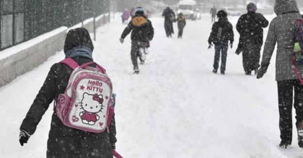Yoğun Kar Yağışı Nedeniyle Eğitime Ara Verildi