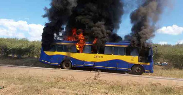 Yolcu Otobüsü Patladı, 42 Kişi Hayatını Kaybetti