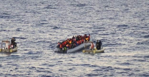 Yunanistan Eşyalarına ve Paralarına El Koydukları Göçmenleri Denize Atıyor