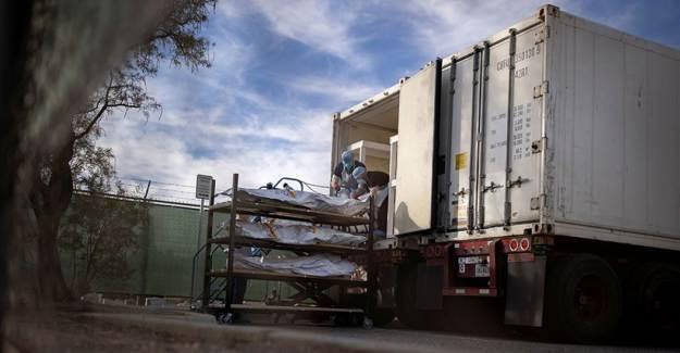 ABD'de Kovid-19'dan Ölenlerin Cesetleri Kamyonlara Yerleştirildi