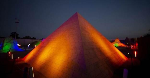 Antalya'daki Kumdan Keops Piramidi Guinness'e Aday!