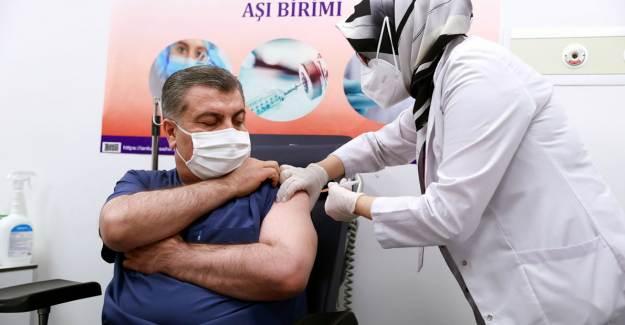 Bakan Koca Kovid-19 Aşısı Olduktan Sonra Kitlesel Aşılama Müjdesini Verdi!