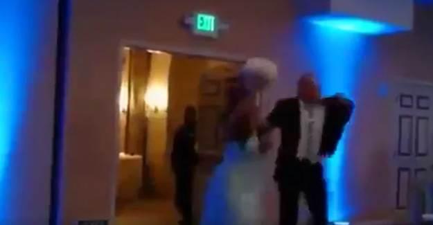 Damadın Uçan Dansı Gelini İşte Böyle Devirdi!