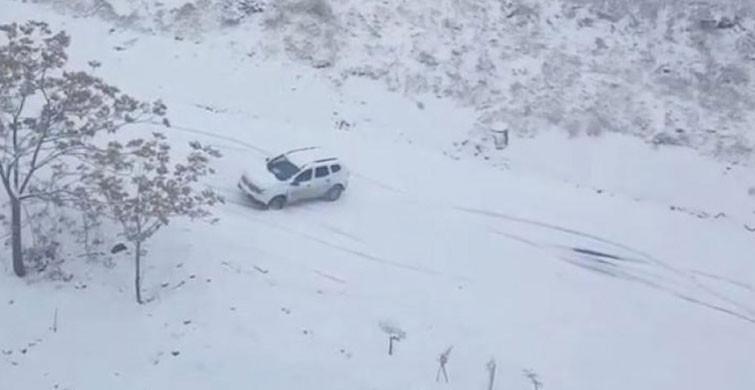 Elazığ'da Otomobilin Karda Kaydığı Anlar Kamerada
