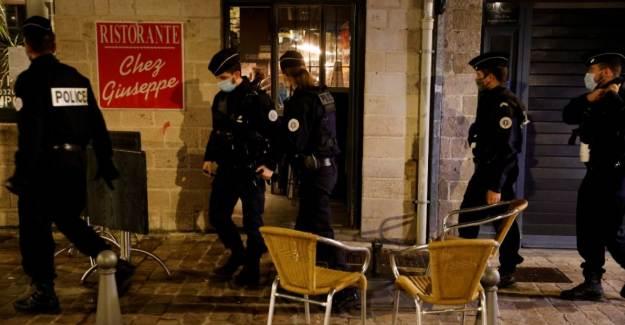 Fransa'da 8 Şehre Sokağa Çıkma Yasağı