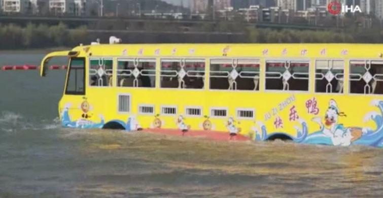 Hem Karada Hem de Suda Giden Otobüs İlgi Çekti