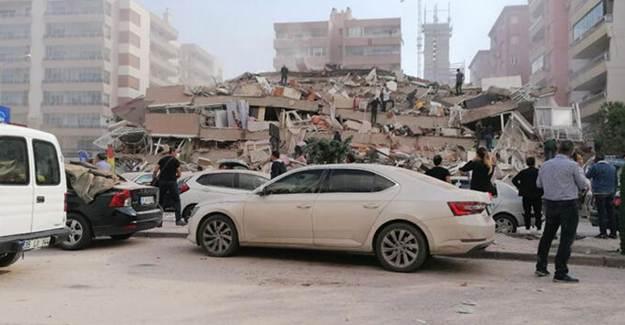 İzmir'de Depremin Ardından Enkazdan Kurtarma Çalışmaları Başladı